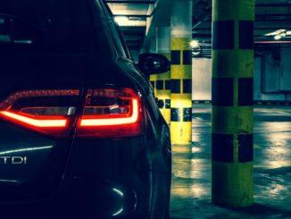auto feu rouge recul